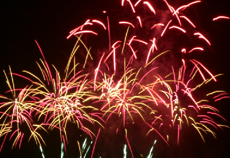 Our Firework Display this evening is SOLD OUT. Please do not come to the farm without a valid ticket.